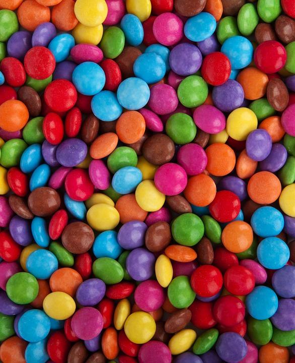 Apakah Mengonsumsi Permen & Coklat Bisa Buat Sakit Gigi?