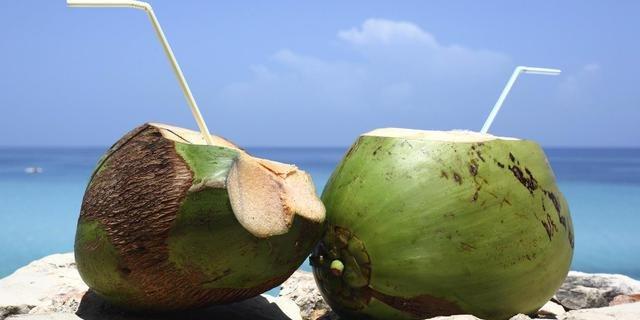 Manfaat Air kelapa Untuk Tubuh dan Kulit